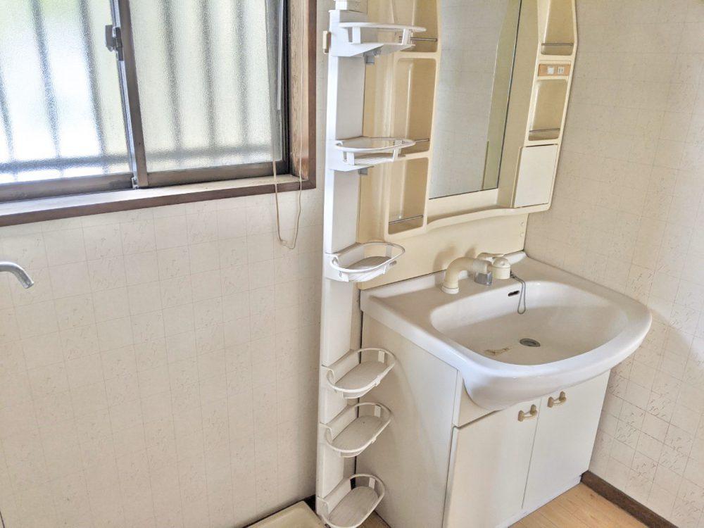 収納たっぷりの洗面室