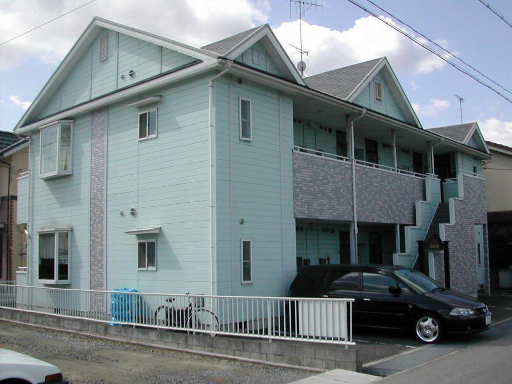 淡い青色の建物