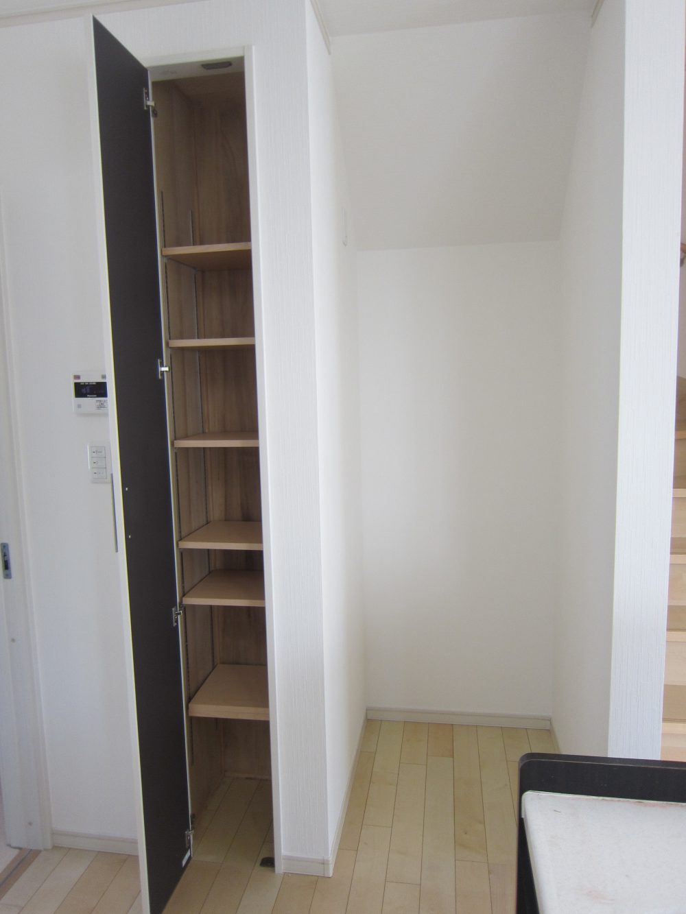 キッチン横収納スペース