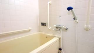 シャワー付き浴室