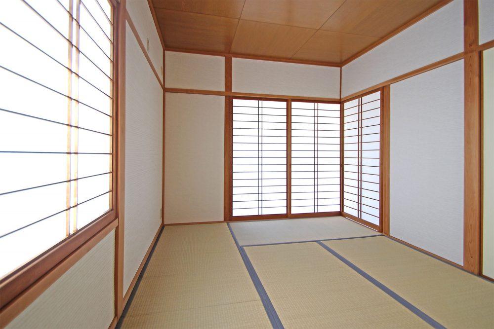 洋室とはまた違った良さと味わいがある和室。落ち着きある一部屋です。障子から入る光も気持ちよい空間です。