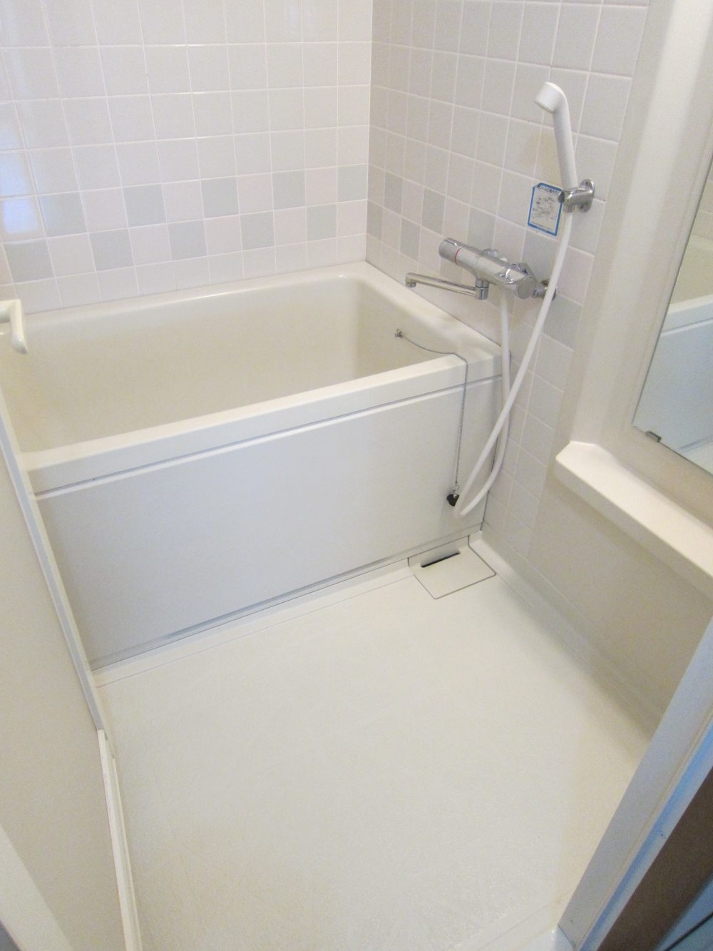 白を基調とした、清潔感のあるお風呂!