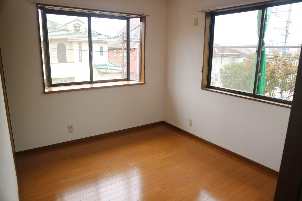 リビングは2面採光で、室内とても明るいです(^^)/