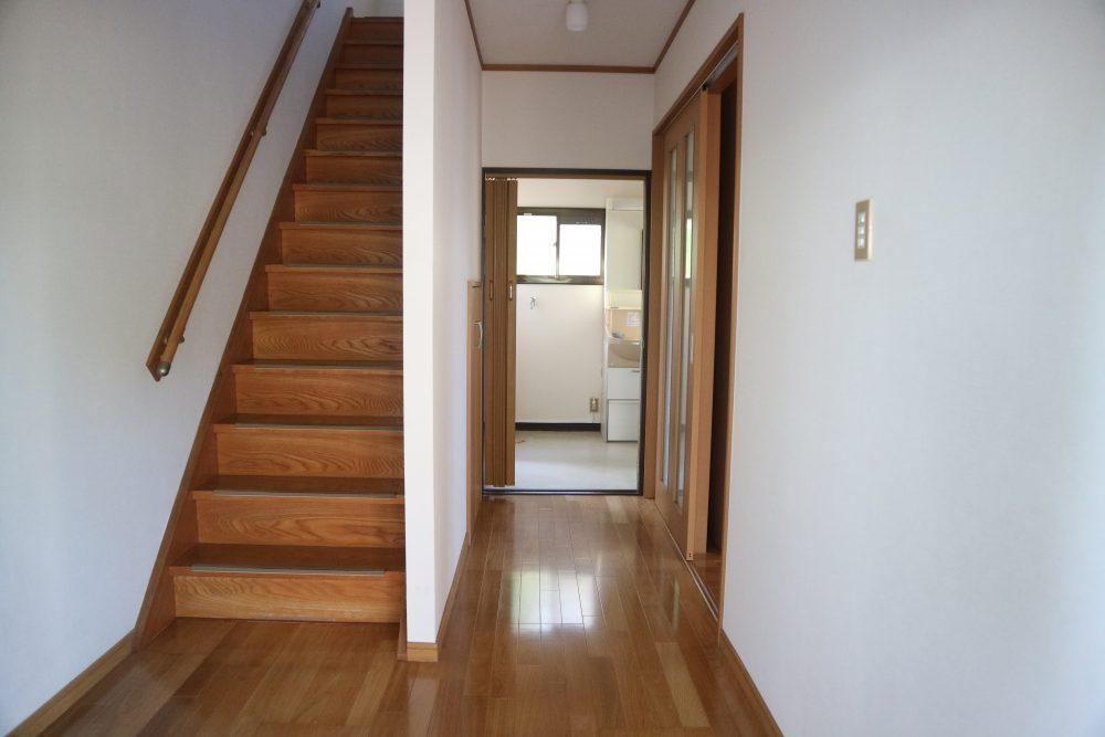 階段手すり付きで、安心して昇り降りできます(^^)/