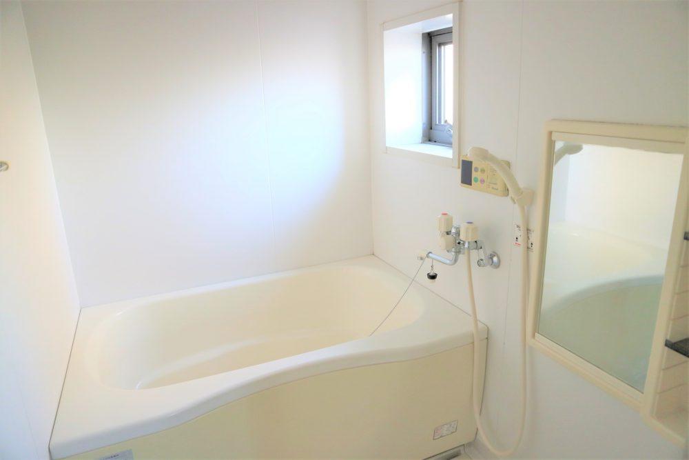 浴室には窓付き
