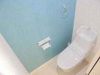 クロスがおしゃれなトイレ