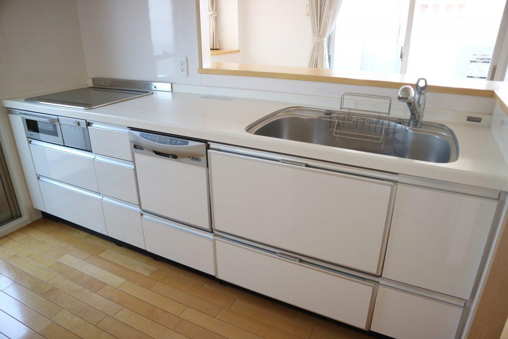食器洗浄機付きのシステムキッチン♪お掃除もしやすいです。