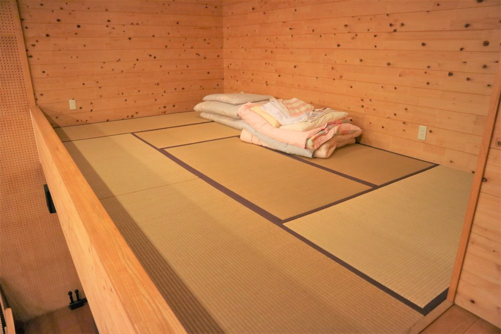 ロフトは畳スペースとなっておりますので、寝室にもなります♪