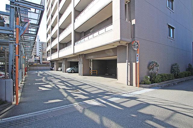 建物下駐車スペースあり