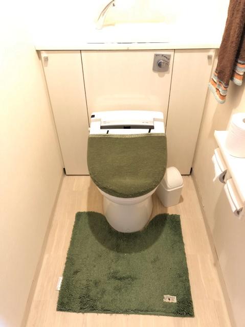 トイレ収納たっぷりあり、お掃除しやすいトイレです。