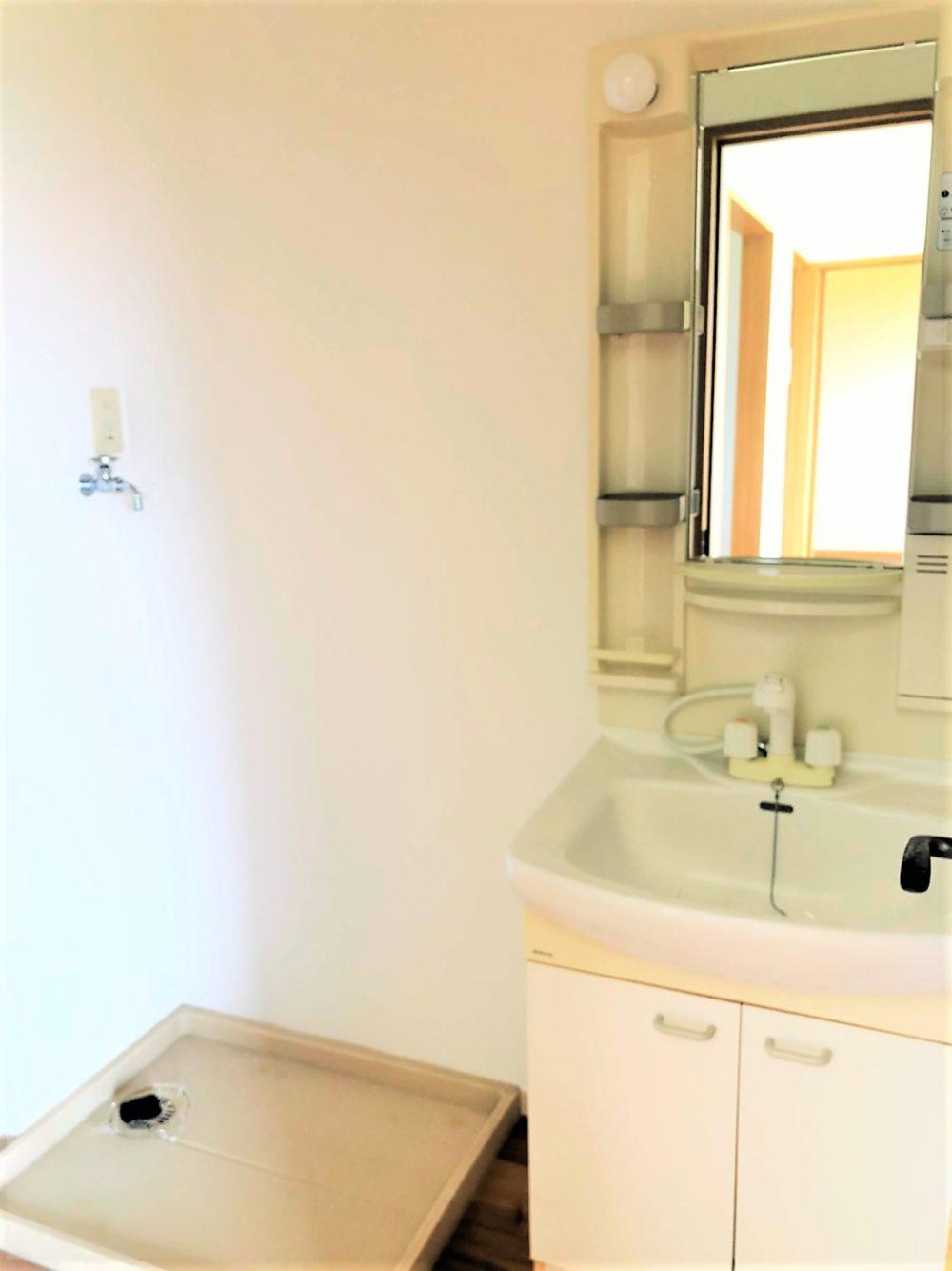 洗面室、室内洗濯置き場があります。
