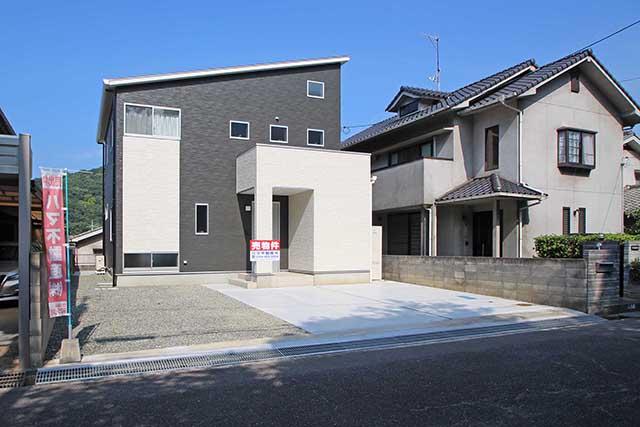 久松台小学校まで徒歩約4分♪お子様の通学にも安心です♪