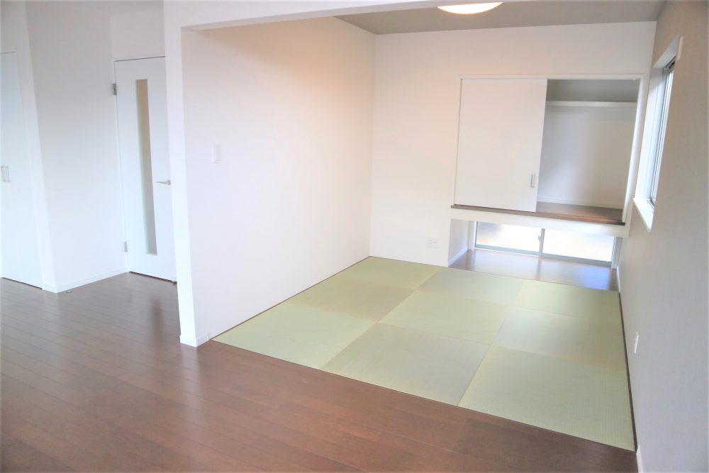 和室:リビング横の和室では、お子様の遊び場にしたり、くつろげる空間になっております☆