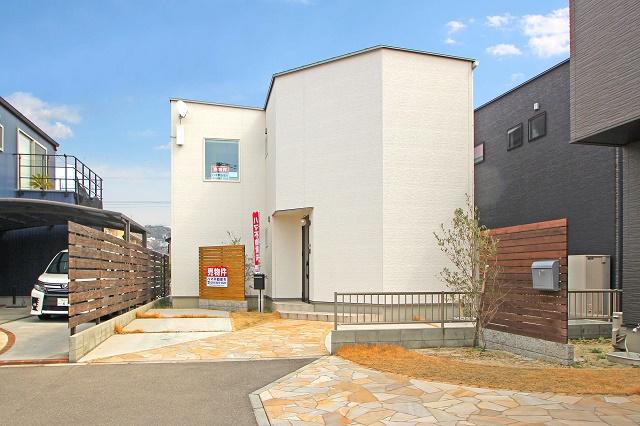築2年の大変きれいな住宅です(^^)/