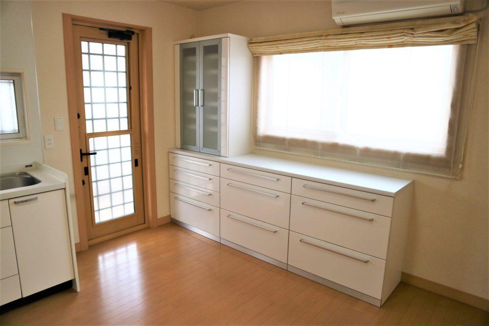 キッチン収納:収納たっぷり☆ファミリーのご家庭には嬉しい設備ですね♪