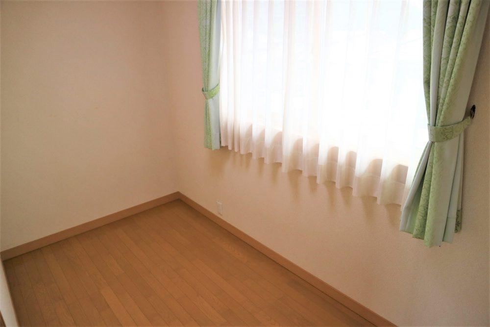 洋室:2階約4帖の洋室、収納としても使えます♪
