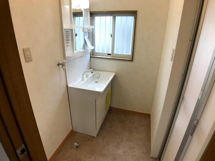 洗面室:洗面台、新品きれいです。