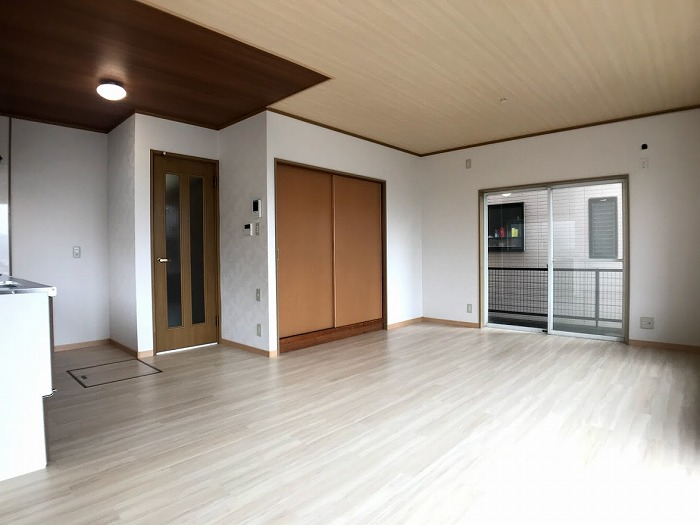 LDK:リビングの横には和室があり、広々使えます♪