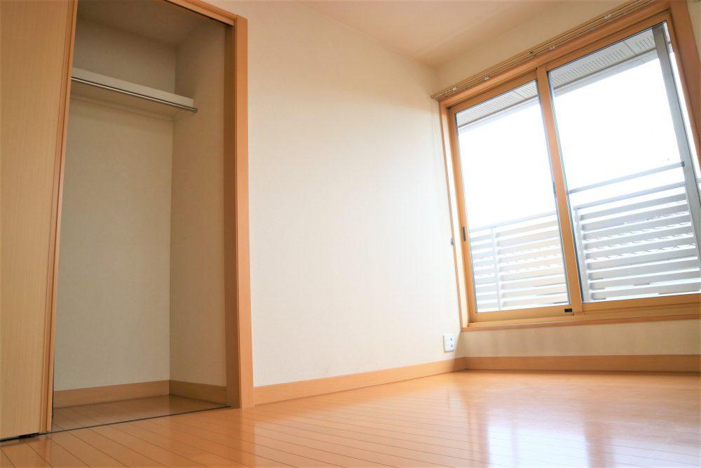 洋室:2階約6帖の洋室、バルコニーに繋がっています(*^-^*)