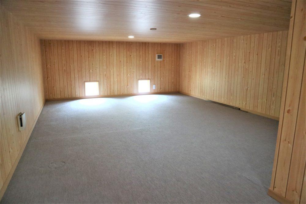 2階床下収納:季節のお荷物や、趣味の物などたくさん収納できます♪