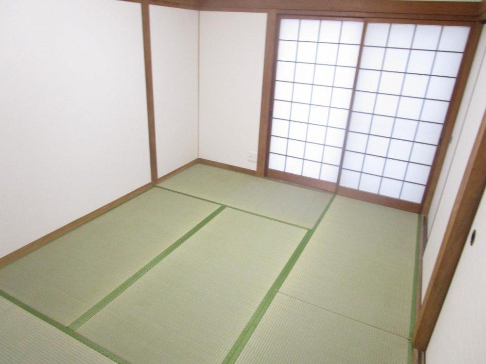 和室:1階リビング横の和室では、ご家族でゆったりとくつろげます♪
