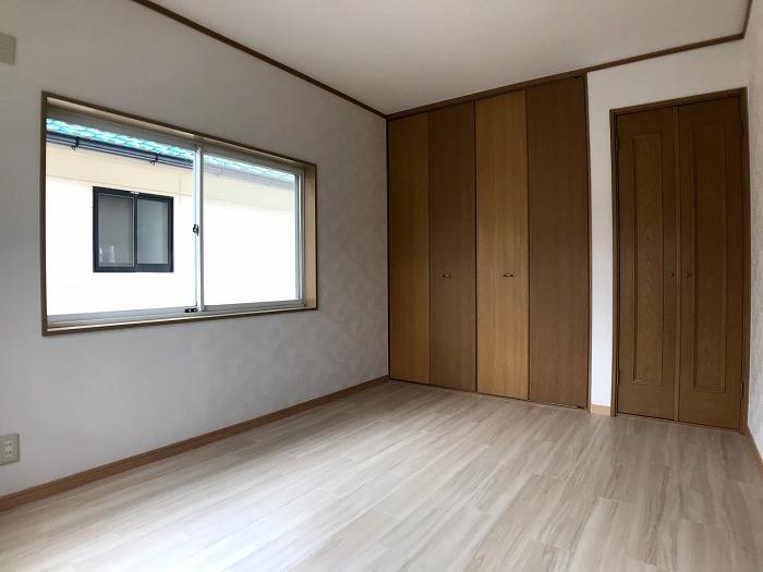 2階洋室:収納ドアがアクセントになって大変おしゃれです☆