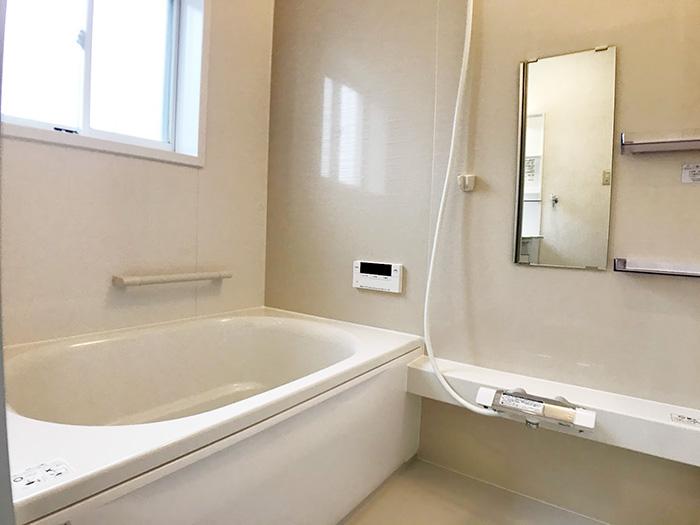 浴室:新品きれいです。