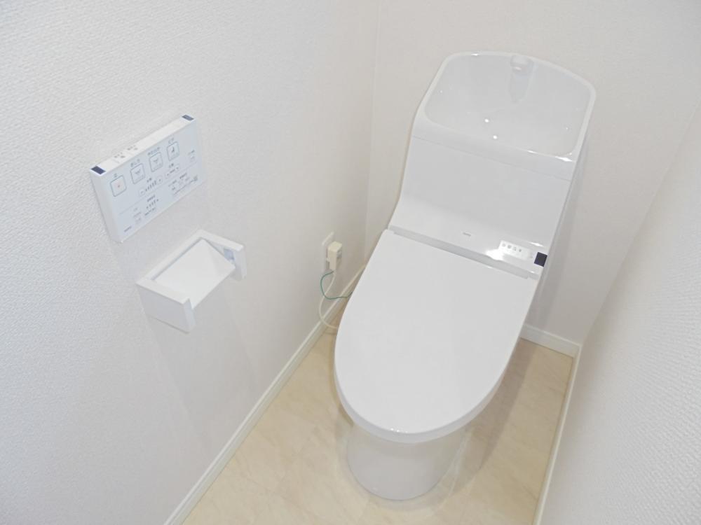 トイレ:トイレ新品!温水洗浄便座付き♪
