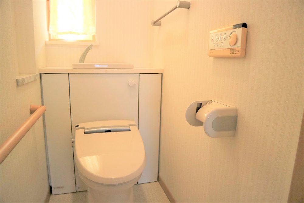 トイレ:温水洗浄便座付き!