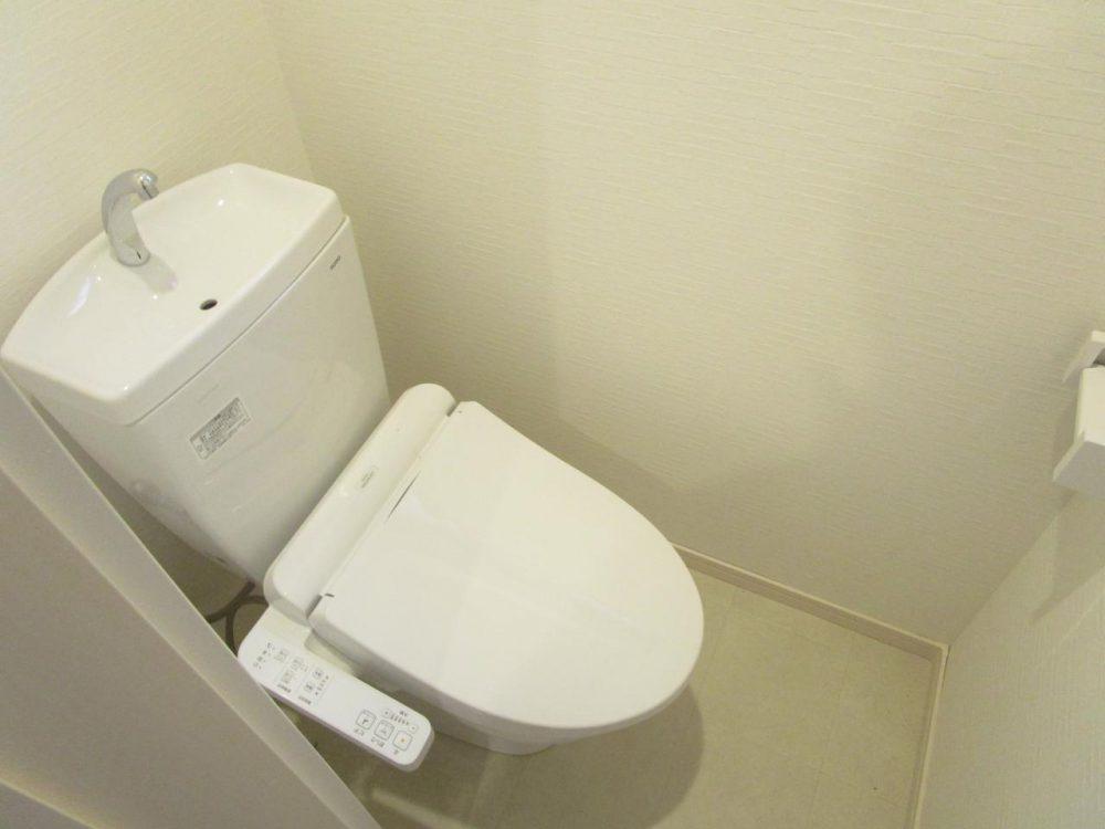 トイレ:温水洗浄便座付きトイレ