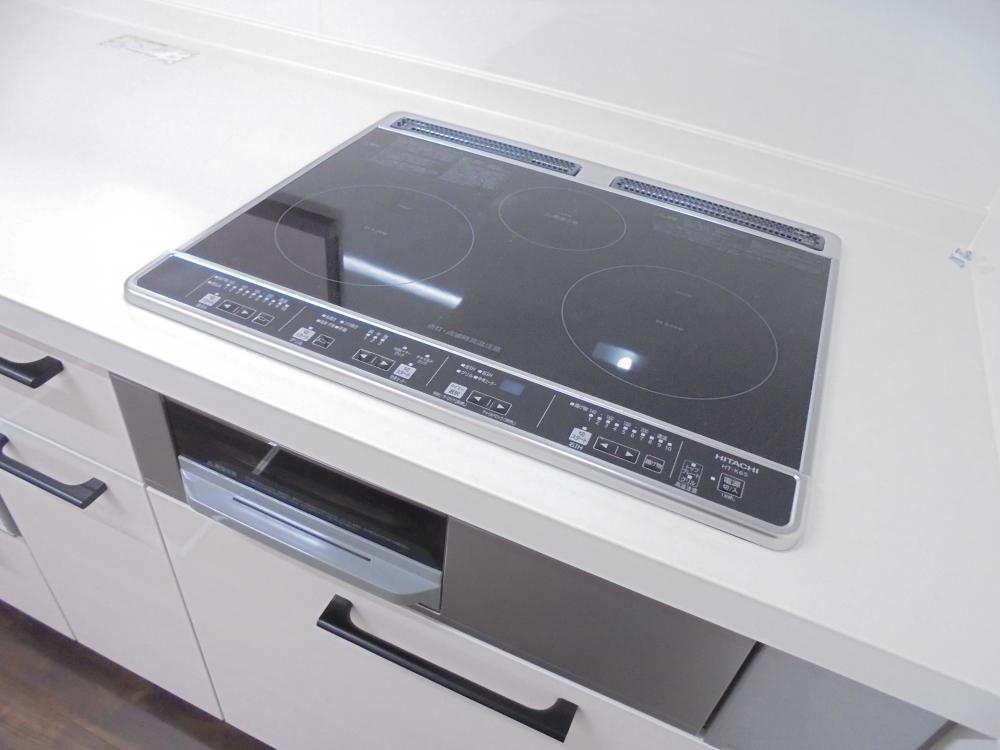 キッチン設備:IH3口ヒーター付きです。