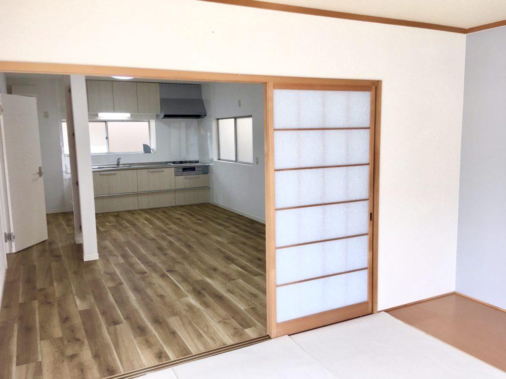 和室の戸を開けておくと、広々開放的に使えます。