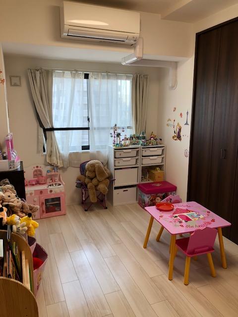 収納もあり、お子様のおもちゃ置き部屋にしたり、ご夫婦の寝室にしたりと活用できます。