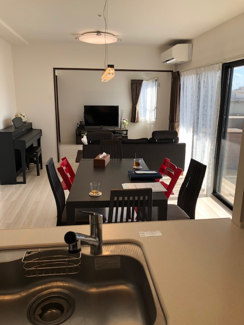 白を基調にした清潔感のある室内では、家具の色やデザインは問いません。お客様のお好きな家具を配置したり、想像するのも楽しいですね☆