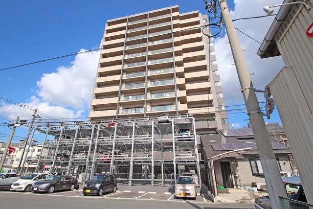 JR福山駅まで徒歩約15分、車で約2分の立地です(^^)/周辺には、生活に大変便利な施設があります。コンビニまですぐ!