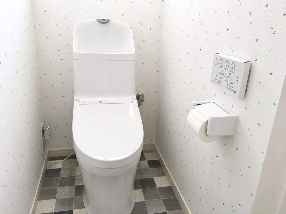 新品トイレ!温水洗浄便座付きです。