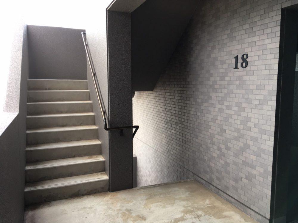 お部屋は高層階、18階角部屋です