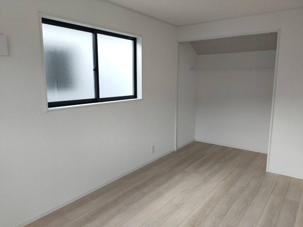 ナチュラルな色合いの室内です。どんな家具でも合わせやすいです。