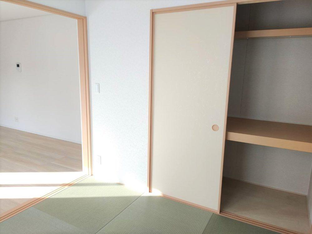 リビング横にあります和室です。ほっと一息つける空間です。