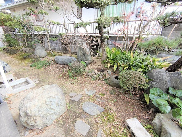 和風のお庭が特徴的なお庭があります。お好みでガーデニングしていただけます♪