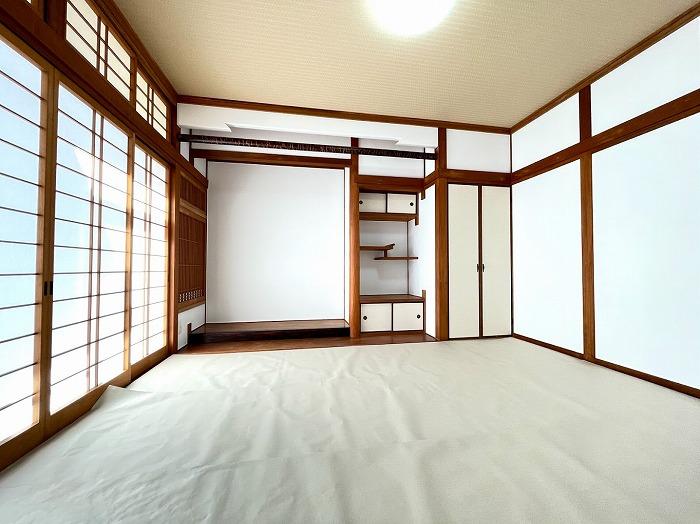 昔ながらの和室では、広縁もあり広く感じられます。