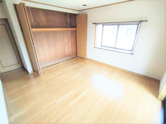 広々とした主寝室です。大き目のクローゼットは収納力抜群!