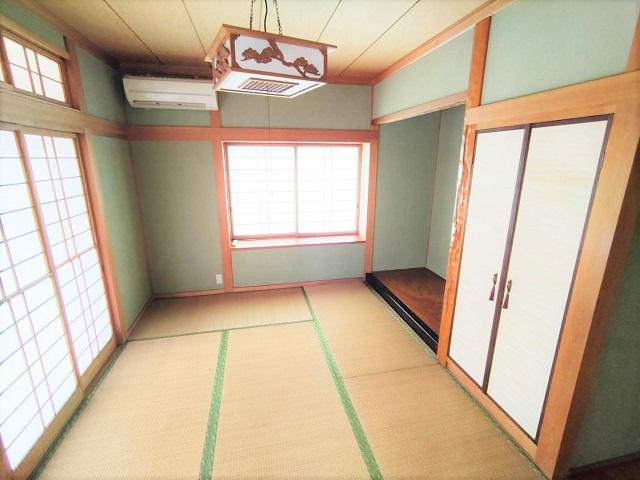 リビングと廊下から入れる和室は、応接間や子供の遊び場として活躍します。