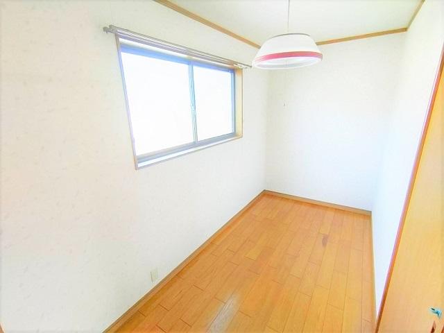 納戸は、テレワークルーム・書斎としても活用できます。